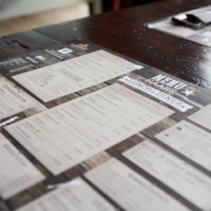 papieren menukaart en placemat